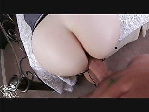 Рыжая женщина сверху - секс с молоденьким парнем