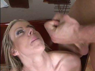 Босс соблазнил блондинку и девушка отдалась: видео