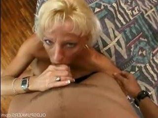женщину за 45 хорошенько трахнули в пизду и анал