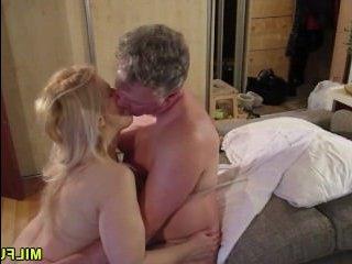 Частное порно: секс зрелых любовников в гостиничном номере