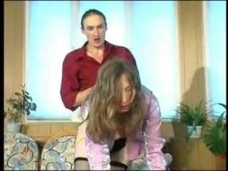 Подрочила и отсосала волосатому мужику большой член