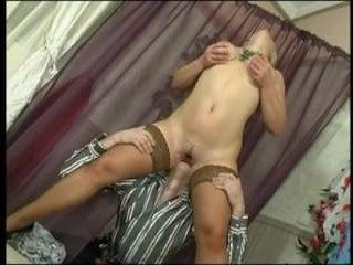 Для молодого продавца секс с женщинами в теле обычное дело и в этот раз он не устоял перед пышной блондинкой