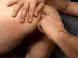 Зрелую маму в попу жестко ебут и кормят спермой