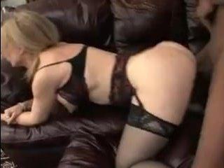 зрелая блондинка за 40 любит большой хуй негра у себя жопе