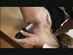 зрелая училка была поймана на мастурбации и выебана
