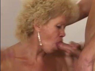 Мама и сыночки секс с двойным проникновением и аналом
