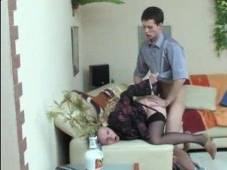 Русское порно про маму, которую трахает друг ее сына