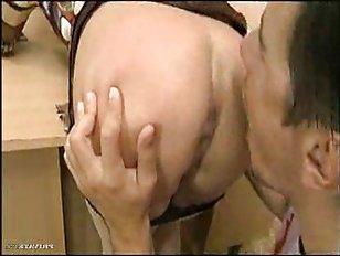 Секс мамаши-училки с группой молодых парней и морем спермы