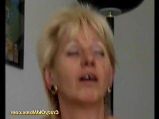 Мужик захотел опытную женщину и трахнул в пизду зрелую мамку