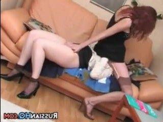 Красивые девушки с огромными попами трахаются друг с другом