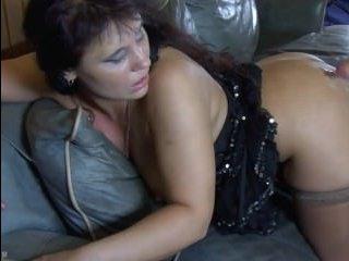 Страстный секс со секс зрелой красоткой во всех позах
