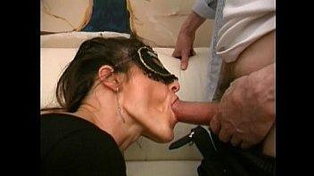 Зрелая жена сосет хуй мужу, а после ебется в пизду