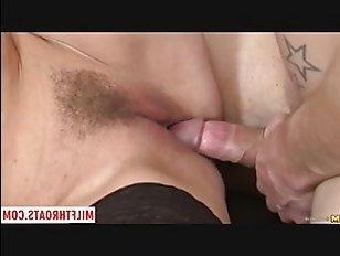 Парень занимается сексом со зрелой женщиной: смотреть порно видео