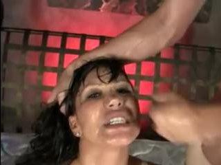 Трахают азиатку на массаже, дав ей пососать член