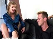 Два члена в пизде блондинки доводят ее до оргазма