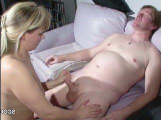 Сын трахнул маму большим членом и кончил ей на сиськи