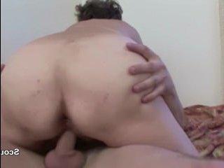 Внук устроил анальный секс с бабкой и кончил ей в рот
