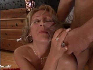 Порно кастинги со зрелыми дамами и накаченным негром