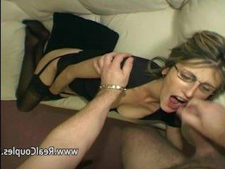 Зрелая дамочка сосет и занимается анальным сексом