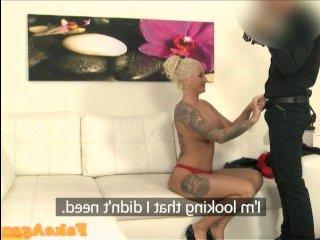Голая женщина 40 лет трахается на порно кастинге