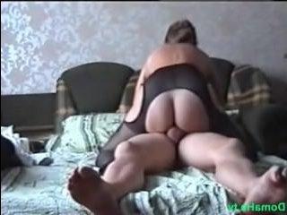 Настоящее домашнее порно зрелых любовников перед камерой
