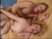 После ебли в небритую пизду, мужик отодрал блондинку в жопу: скачать