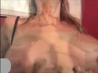 женщина в очках занимается сексом с парнем
