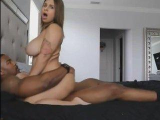 Зрелые женщины с большой грудью любят секс с неграми