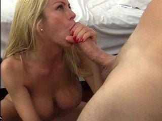 Дрочка белокурой милфой, очень сексуальное порно