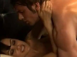 Зрелая дама сосет хуй и получает страстный секс с любовником