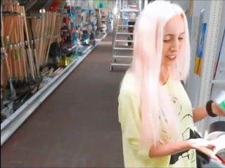 Парень кончил в попу своей подружке блондинке