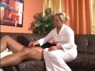 Немецкое порно зрелых медсестер со своими пациентами