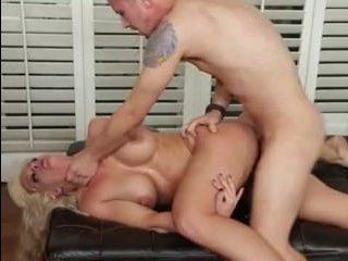 Очень красивые голые зрелые женщины трахаются с мужчинами