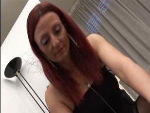 В бурном порно видео с мамкой ебется молодой парень