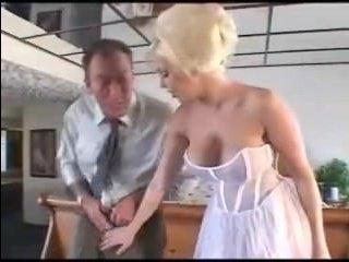 Невеста отсосала и занялась сексом с мужчиной