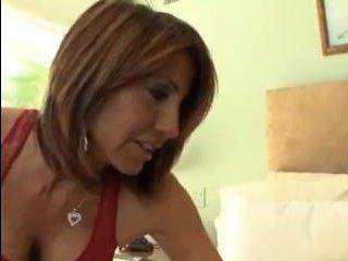 Лесбиянка с большими сиськами развела брюнеточку на куннилингус: смотреть порно